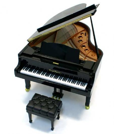Video the world 39 s smallest miniature grand piano tokyo japan for Small grand piano size