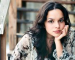 norah Jones playing sunrise live in amsterdam